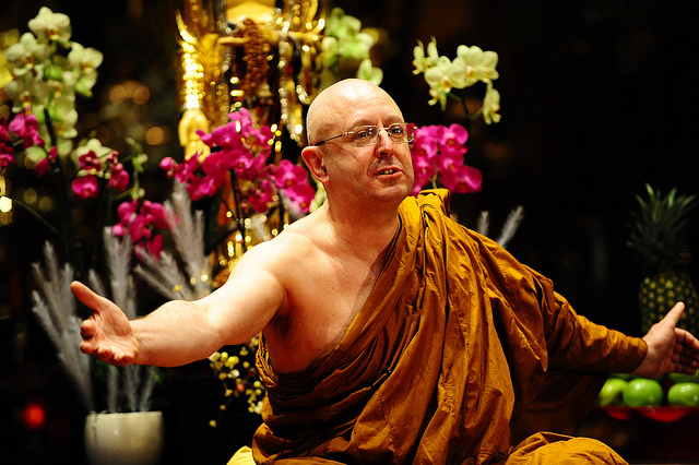 Talk Your Way To Happiness - Ajahn Brahm Tero